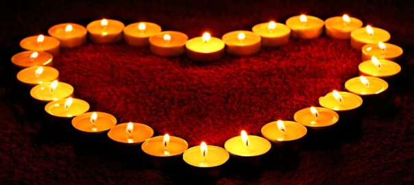 Candles_Valentine's_Day_Heart_541595_2560x1440